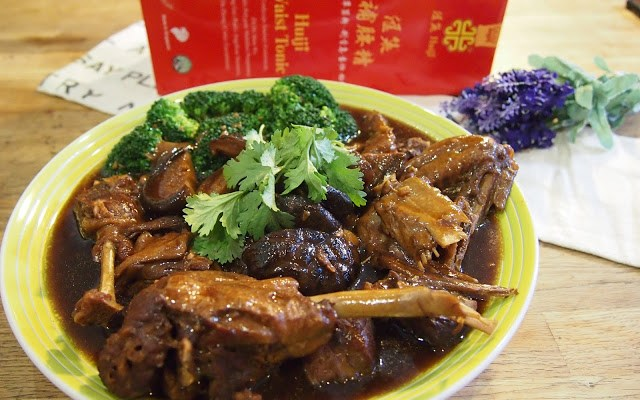Braised Duck with Sea Cucumber // 海参鸭