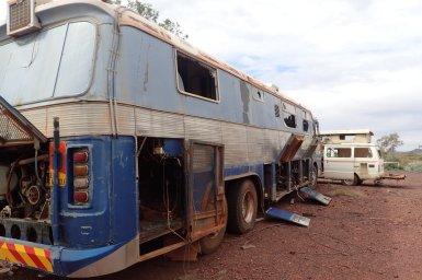 ein alter Bus, der anscheinend mal von Wissenschaftlern benutzt wurde