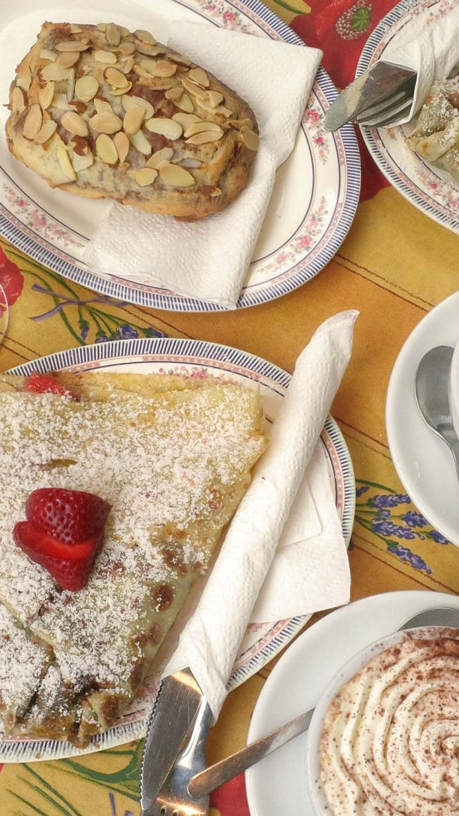 breakfast-at-La-Lune-Sucree
