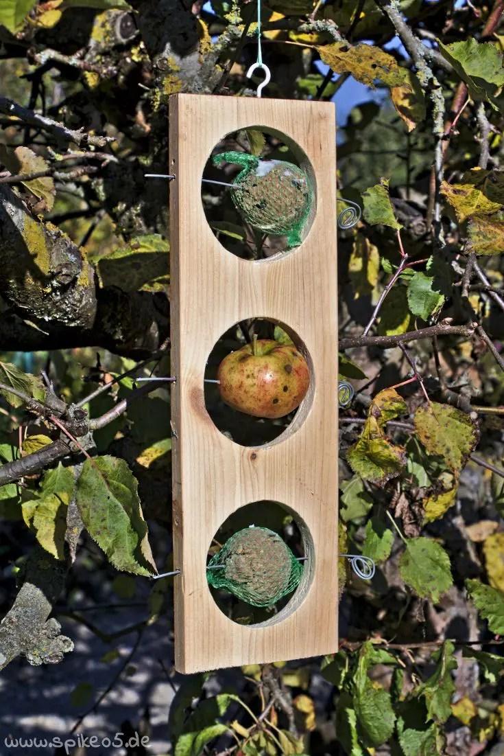 Futterstation 3-Gang-Menü Apfel Meisenknödel DIY selber machen