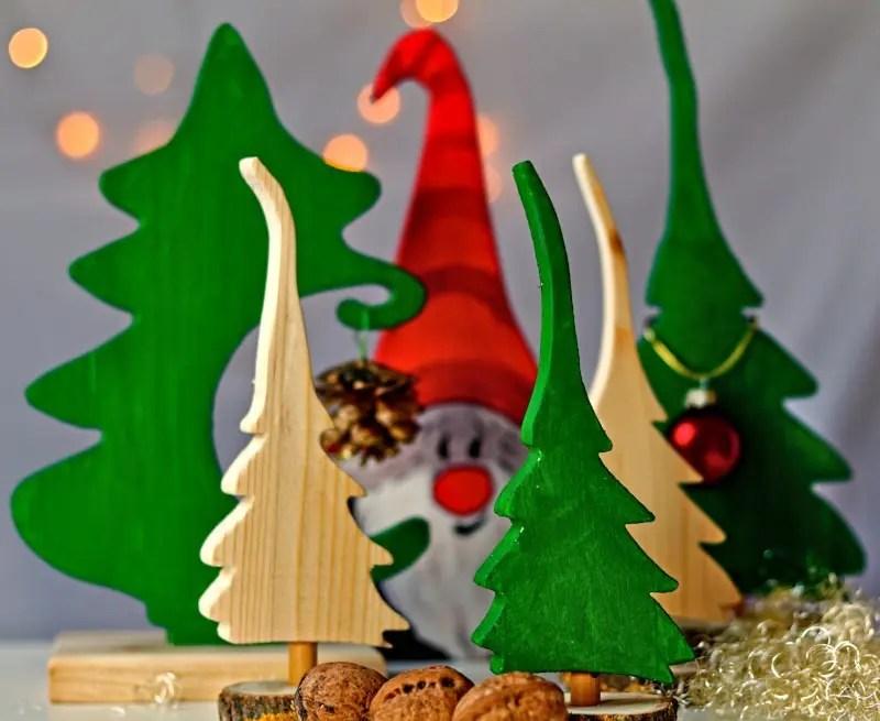 Headerbild DIY Weihnachtsdeko mit der Dekupiersäge aus Restholz basteln