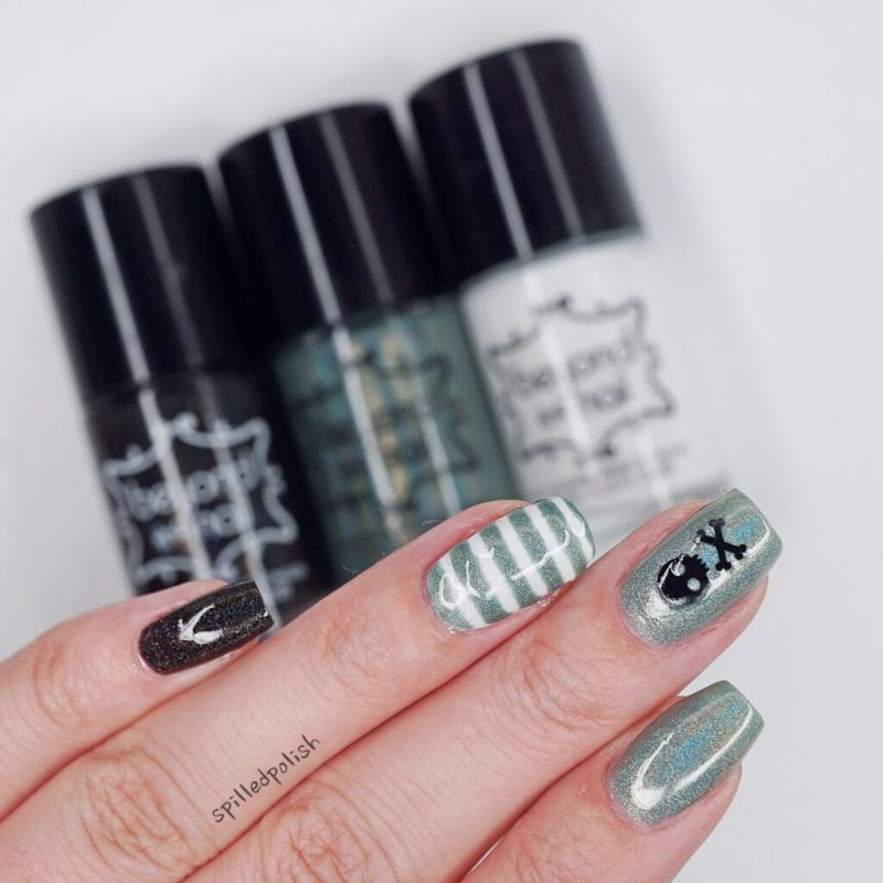 Holographic Skull Nails