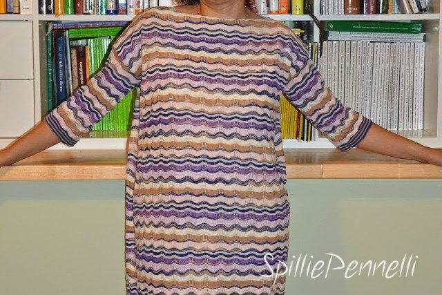 …e ora un abito in maglia con le onde!
