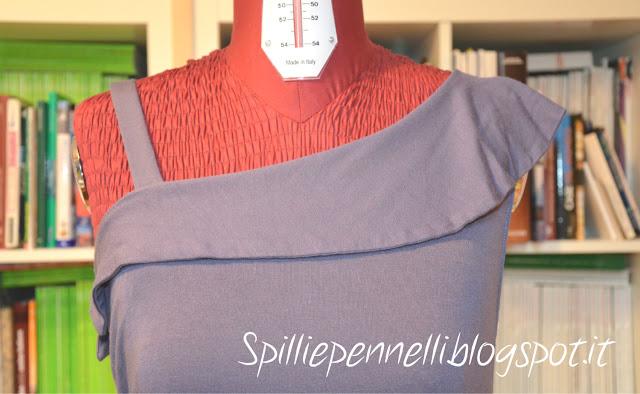 Asimmetria in lilla per l'abito in jersey di cotone