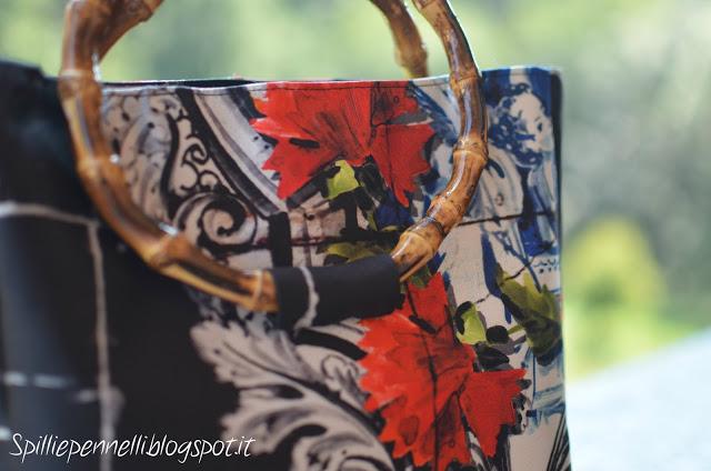 Quando la maiolica si indossa: gonna e borsetta