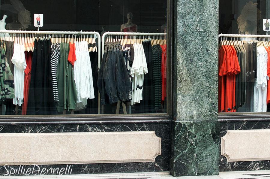 Come fa una T-shirt a costare solo 2 euro?