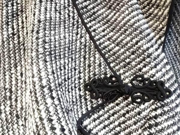 Cardigan strano bianco e nero