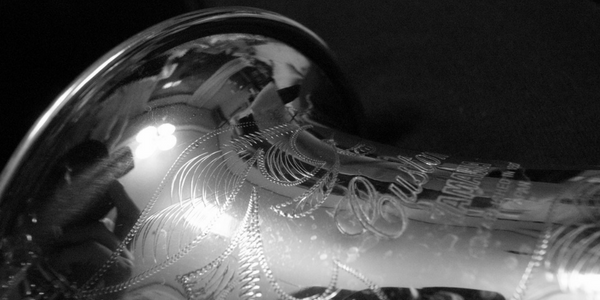 Detail of a saxophone in black and white, photo by Toshiyuki IMAI