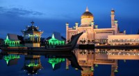 Dusk at the Sultan Omar Ali Saifuddin Mosque in Brunei on the eve of Ramadan, photo by tylerdurden1