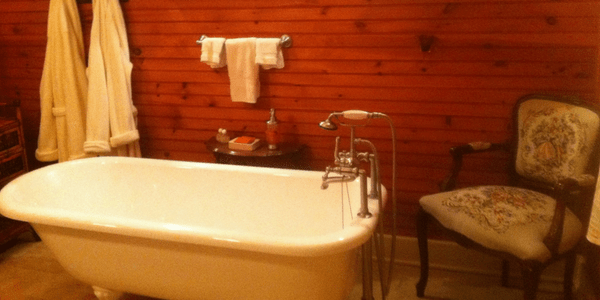Bathtub, photo by Central Hotel