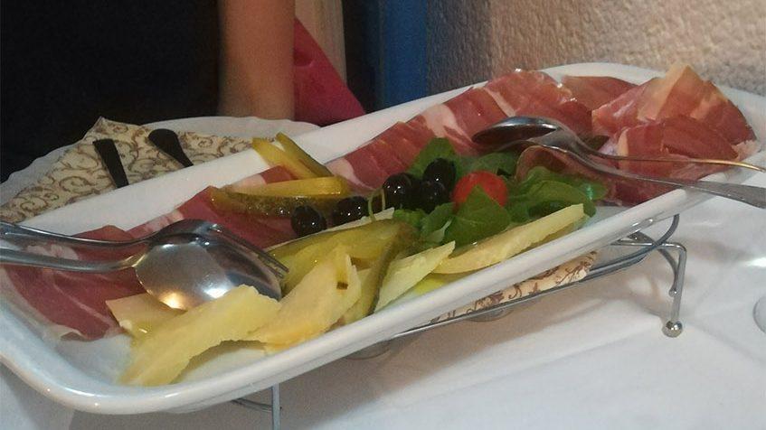 Kroatische Jause zum Abendessen (= Mitternachtssack)