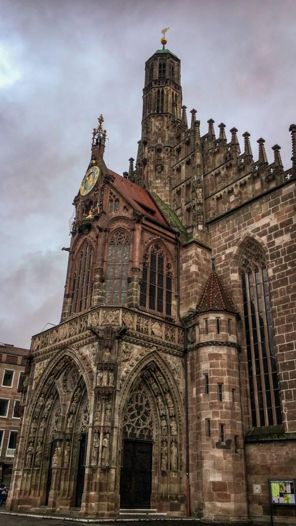 Die Kirche am Hauptplatz
