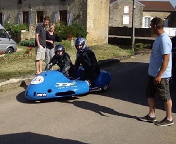 quelques motos et Side Basset en plus d'un beau plateau de Simca Rallye