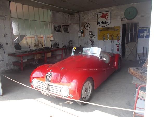 Une Fiat cabriolet 6 cyl de 1937,carrosserie alu dans l'ancien atelier