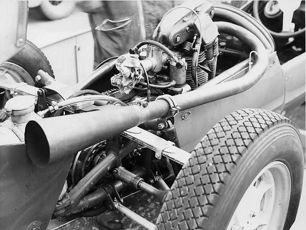 Engine view of Cooper Mk9 Norton may 55.jpg 76 Filtre
