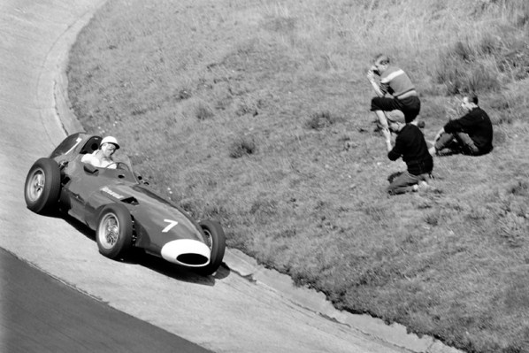 1958 Formula One world Championship German Grand Prix, Nurburgring, Germany. 1st - 3rd August. Stirling Moss (Vanwall) at the Karussel. World Copyright: LAT Photographic. Ref: B&W Negative 2316 (Exhibition). 60mb Scan.
