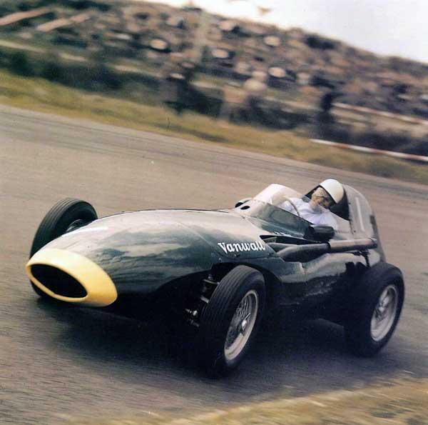 WEB---Moss-VW-10--aero-Franck-costin--roues-borrani