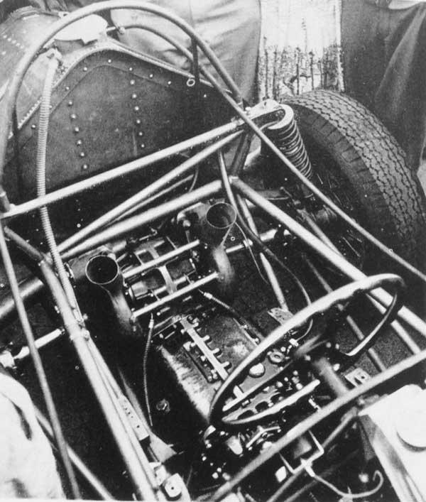 WEB---vanwall-rear-end.jpg-De-Dion-Chapman-struts-boite-5--refroidis-freins