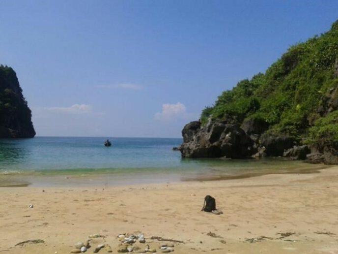 Sabai Beach hike Koh Mook Eiland