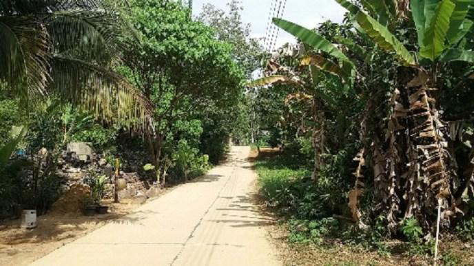 de hoofdweg van Koh Mook