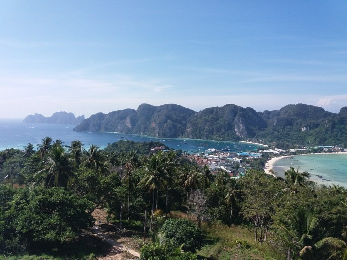 the breathtaking view of Phi Phi: worth a photo for my travel blog about the Islands in Thailand
