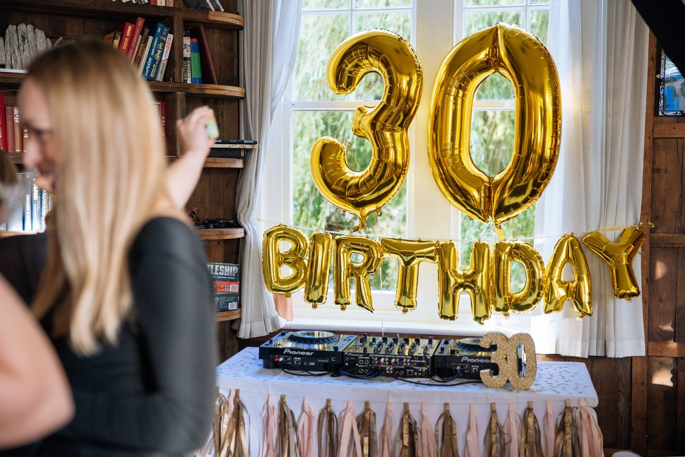 top 4 benefits of hiring a professional birthday photographer