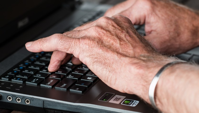 5 Reasons Why the Elderly Have Not Fully Adopted the Internet