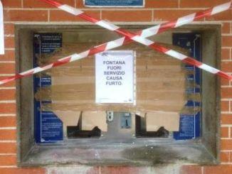 """Ladri """"spaccano"""" la fontana pubblica per 100 euro"""