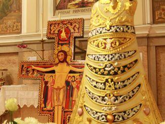 Arrivano a Spoleto il Crocifisso di S. Damiano e la Madonna di Loreto