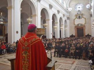 Arcivescovo Renato Boccardo si congratula con Sindaco De Augustinis
