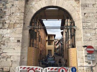 Spoleto, Arco di Monterone messo in sicurezza, traffico riaperto