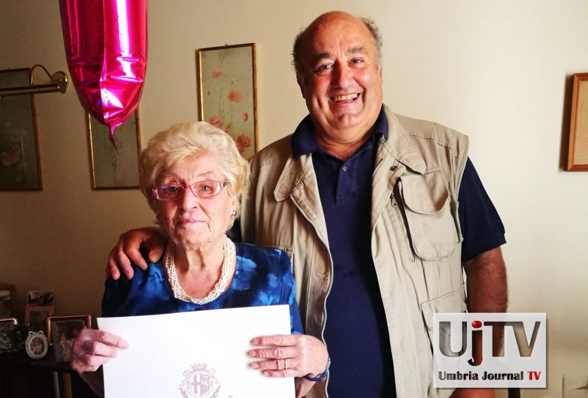 Elena Donati a Spoleto, cento anni e non sentirli, gli auguri del sindaco