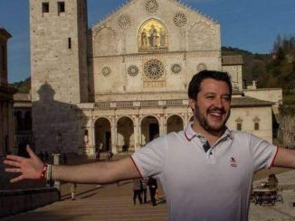 Matteo Salvini a Spoleto fa tappa al gazebo Lega in piazza Garibaldi