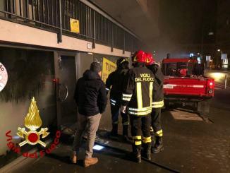 In fiamme negozio abbigliamento bimbi in via Flaminia, nessun ferito