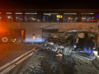 Incidente stradale lungo la Flaminia a Spoleto, tra autobus e una vettura