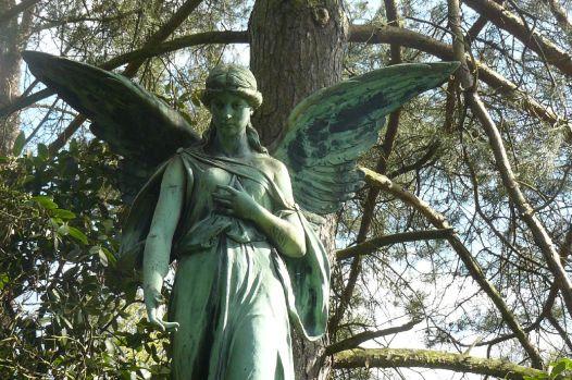 Engel mit verträumten Blick