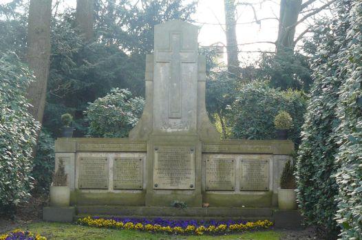Eines der zahlreichen Familiengräber