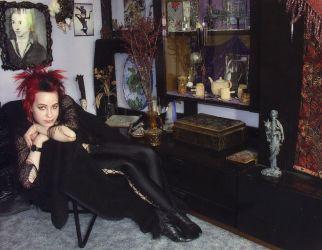 2001 posiert Caro in ihrem Reich - Gothic Berlin Bild #48
