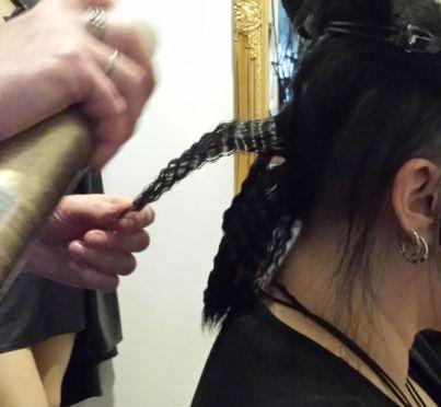 Immer alles mit Haarspray fixieren.