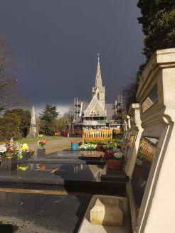 Die Kapelle des Friedhofs wird restauriert. Schön, wie man sich in London um solch historische Gebäude kümmert