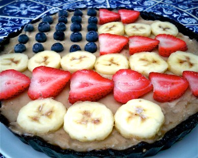 Raw Banana Cream Pie with Chocolate Crust