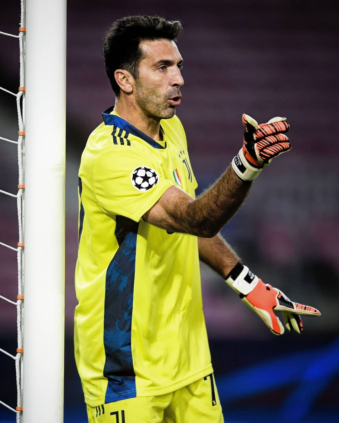 Buffon now has 52  clean sheets. Only one goalkeeper has more......