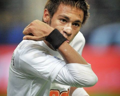 Neymar in 2011...  Favourite former Santos star?    ...