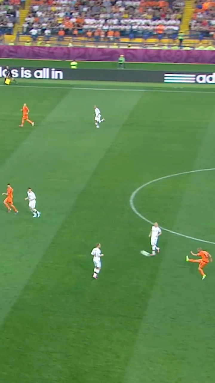WOW!  Rate this Wesley Sneijder pass out of 10!...