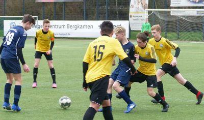 Holzwickeder A-Junioren leisten Tabellenführer Kaiserau Schützenhilfe