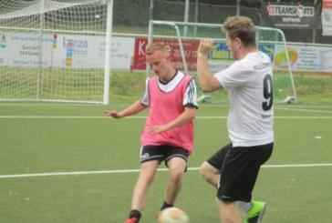 """Fußballern juckt es wieder in den Füßen – Bei """"Rein mit die Kirsche"""" siegt Schienbein Hengsen"""