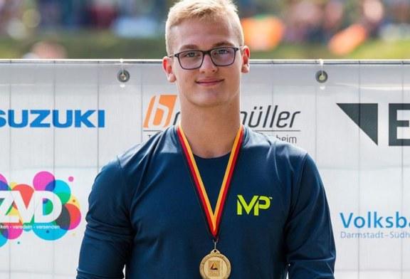 Adam Karas: Titel im Schwimmen und gelungene Premiere im Triathlon