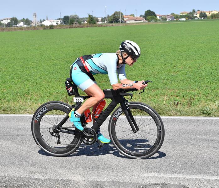 Ulrike Mandt vom Hartman-Triathlon-Team des TVG Kaiserau finisht Langdistanz beim Ironman Italy