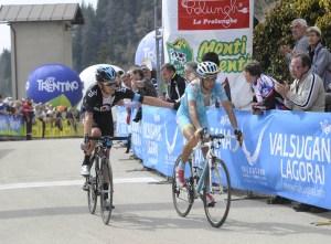 Wiggins e Nibali tagliano il traguardo della prima tappa del Giro del Trentino 2013 (foto Mosna)