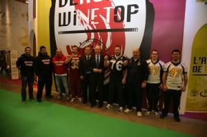 La squadra di football che oggi ha visitato lo stand della Camera di Commercio di Verona al Vinitaly